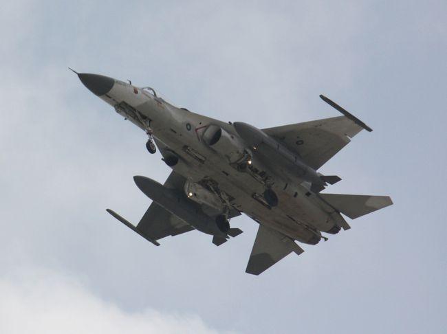 Aircraft_over_Tainan_2